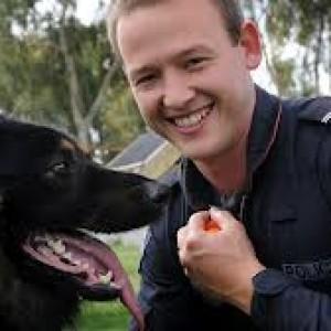 I cani poliziotti sono un valore aggiunto alla comunità e svolgono dei compiti fondamentali per il benessere di tutti i cittadini della bella cittadina inglese.